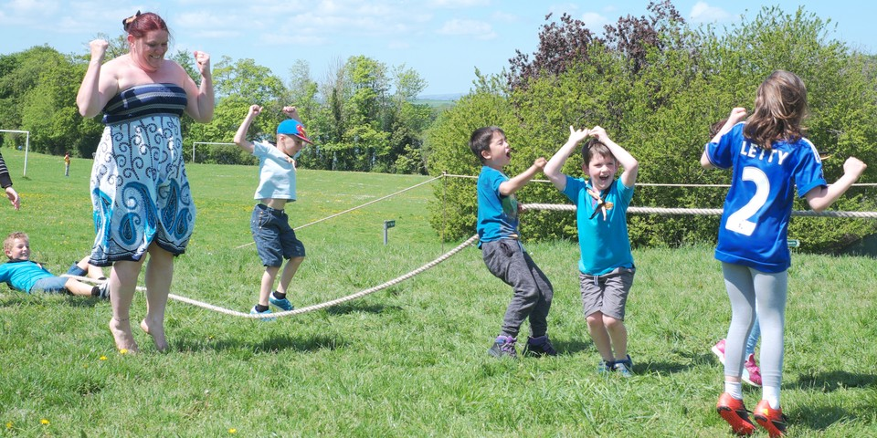 http://35th-plymouth-whitleigh-scout-group.org.uk/wp-content/uploads/2016/11/beavers-tug-o-war.jpg